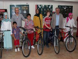 Ba�ar�l� ��rencilere bisiklet