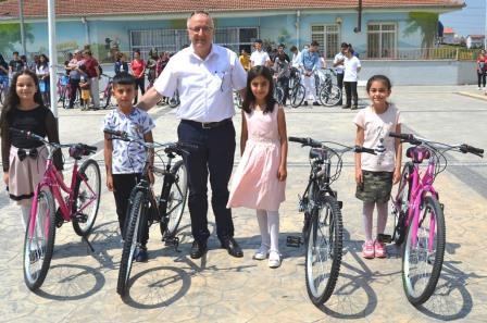 Altýnova da sýnýf birincilerine bisiklet